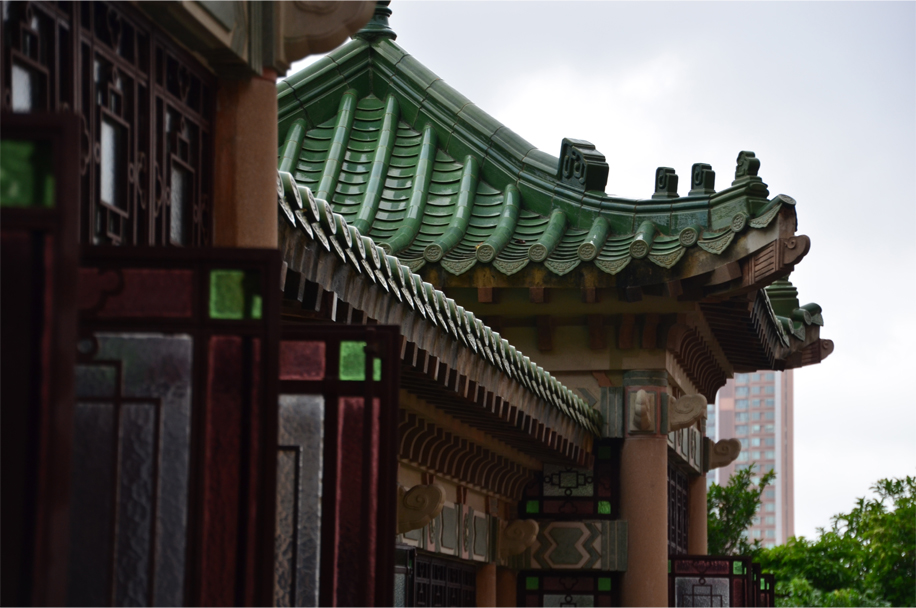 The covered gallery, used for playing mahjong