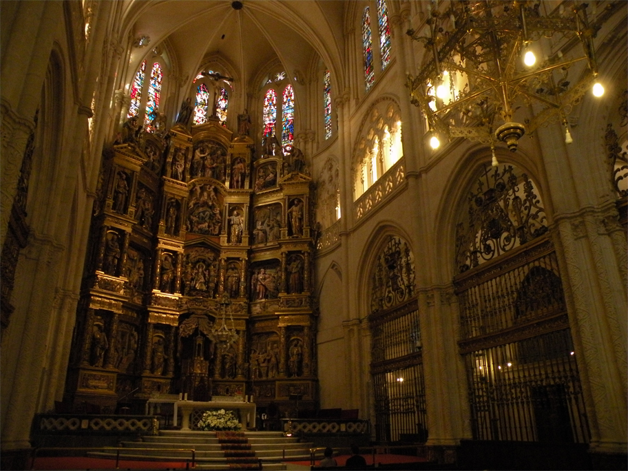 Renaissance retablo (altar screen) in the main chapel