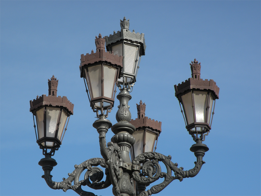 Crenellated lampposts