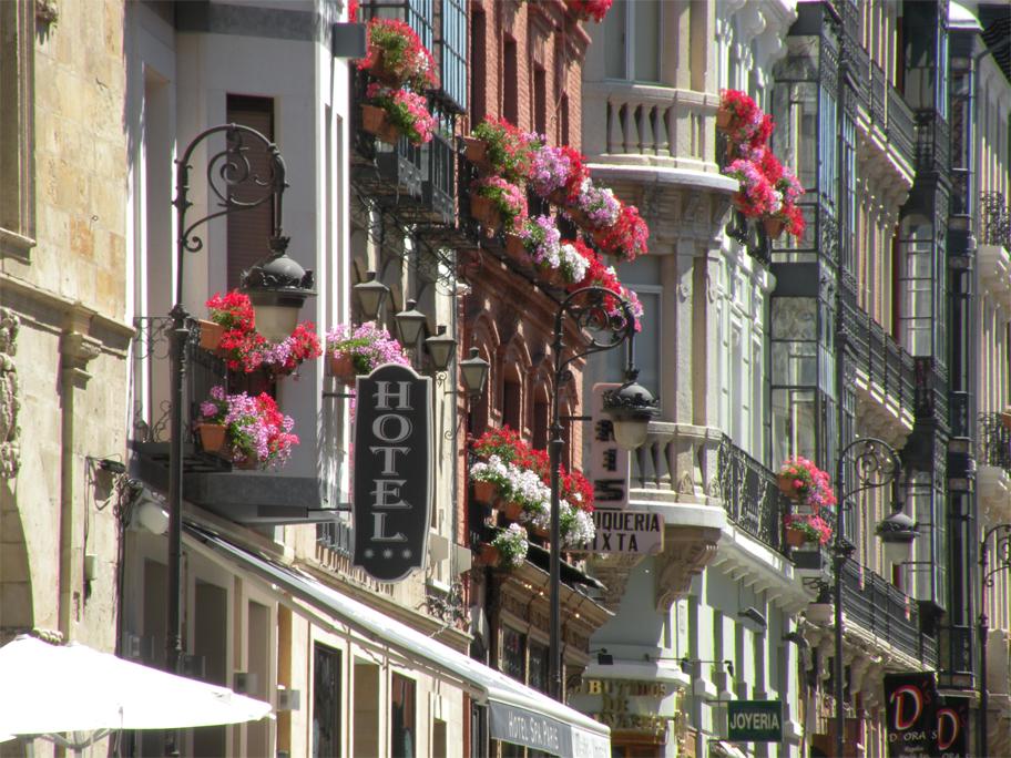 Façades along Calle Ancha