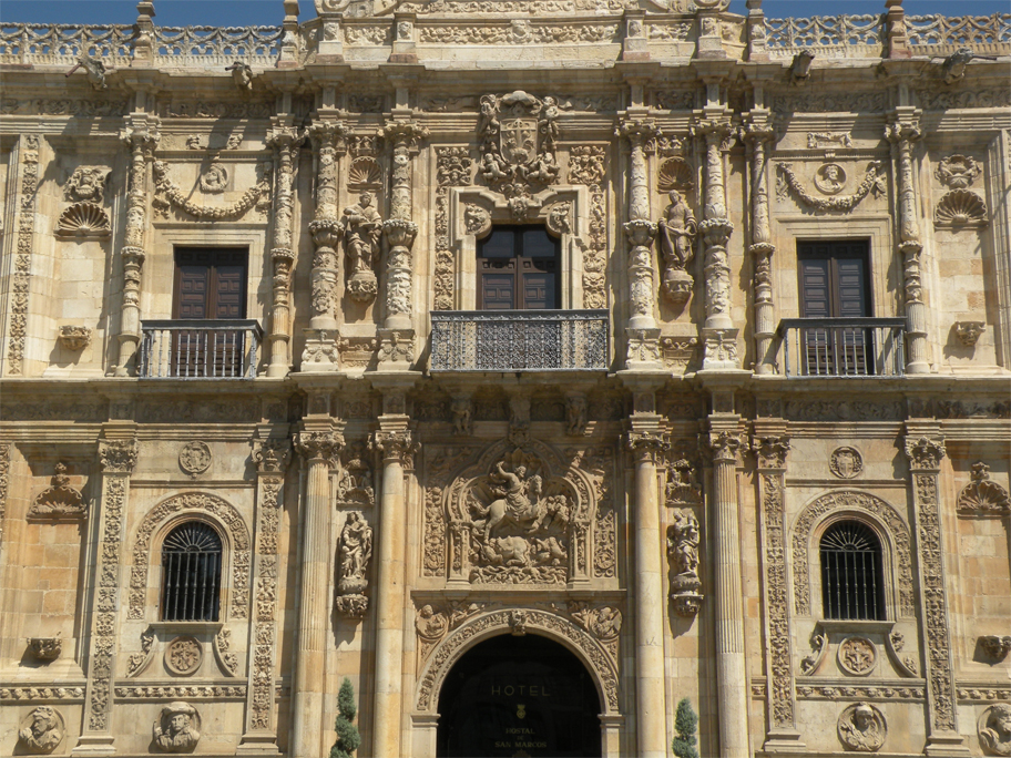 A closer look at the convent - one of Spain's finest Plateresque buildings