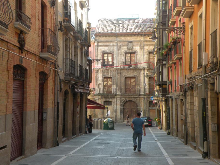 Looking down Calle Navarrería
