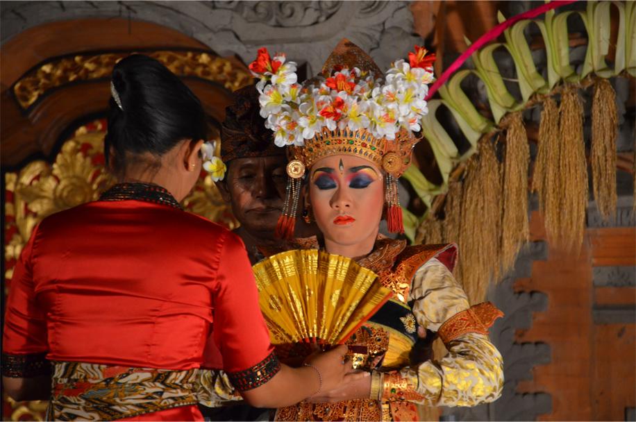 Legong dancer, Ubud