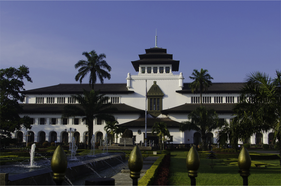 Designed by j gerber 1920 gedung sate is a blend of balinese and