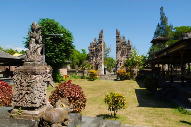 The outer courtyard at Pura Beji