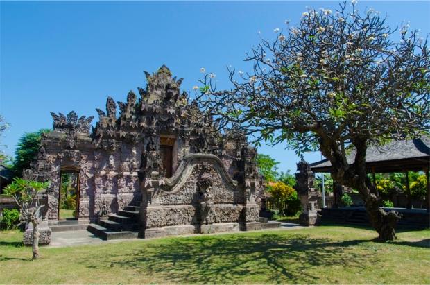 Pura Beji's 'kori agung' gateway