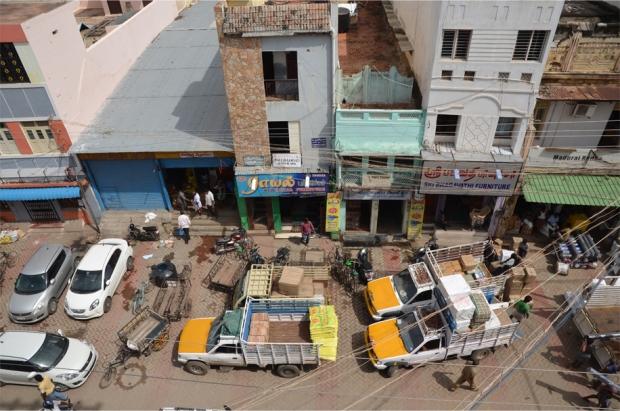 Double parking in Madurai, Tamil Nadu