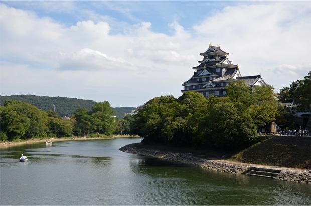 """Okayama's """"Crow Castle"""" and the Asahi River"""